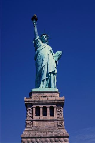 Колокола в Америке рыдали И птицы замедляли свой полёт А статуя Свободы вся седая Печально по Америке бредёт.